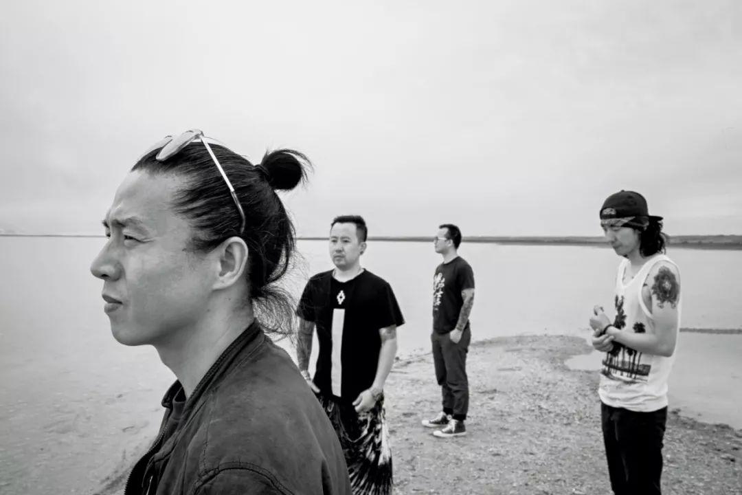 摄影:张扬。痛仰乐队成立于 1999 年,主唱高虎,吉他手宋捷,贝斯手张静,鼓手迟功伟。痛仰乐队是中国享有最高声誉的摇滚乐队之一,也是中国巡演最多城市的乐队之一。