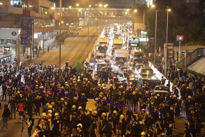 """香港零售、旅游业受影响较大,多家商会呼吁停止""""三罢"""""""