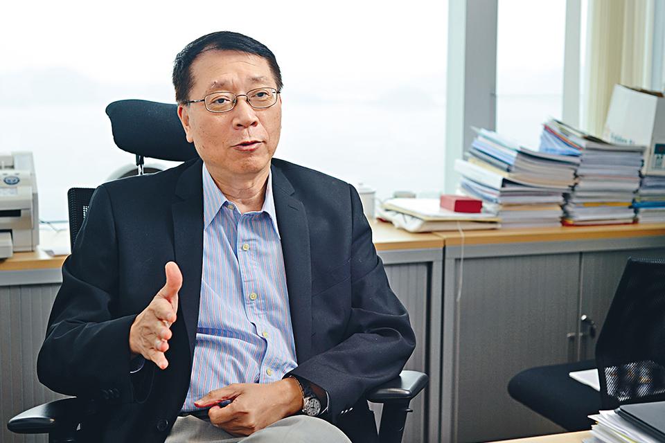 专访香港科大雷鼎鸣: 香港面临半个世纪来最大危机,冲击港元注定徒劳无功