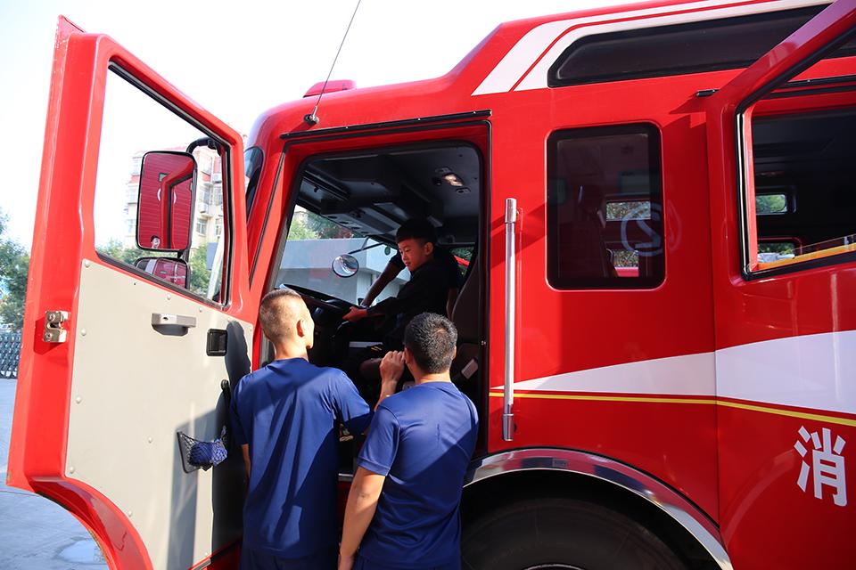 消防队为罕见病小患者圆梦,温暖了人性