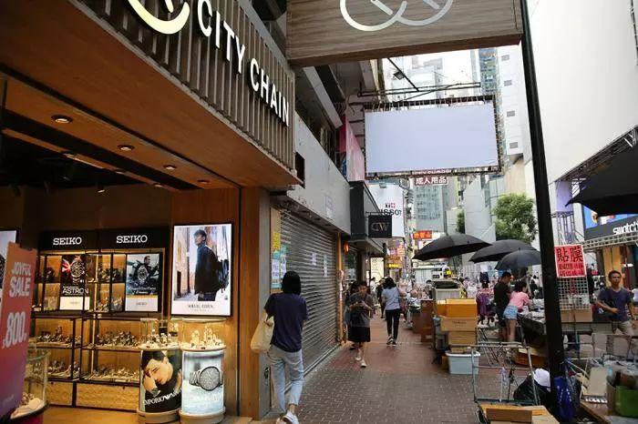 实地考察香港铜锣湾商业区:店铺关门,人流稀少(视频)