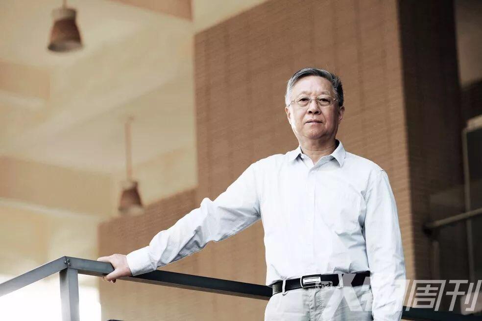 莫砺锋 南京大学文学院教授、南大人文社会学科资深教授。他是新中国第一位文学博士,师从文史大家程千帆。代表作《江西诗派研究》《朱熹文学研究》等。2019 年出版《莫砺锋文集》,是其作品首次结集出版   图/牛华新