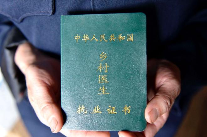 《一名河南村医致2049年的自己:希望30年后,你觉得放弃文学梦是值得的》(图文无关)把病人的问题解决了是重要的,其他的,你都不太考虑了。