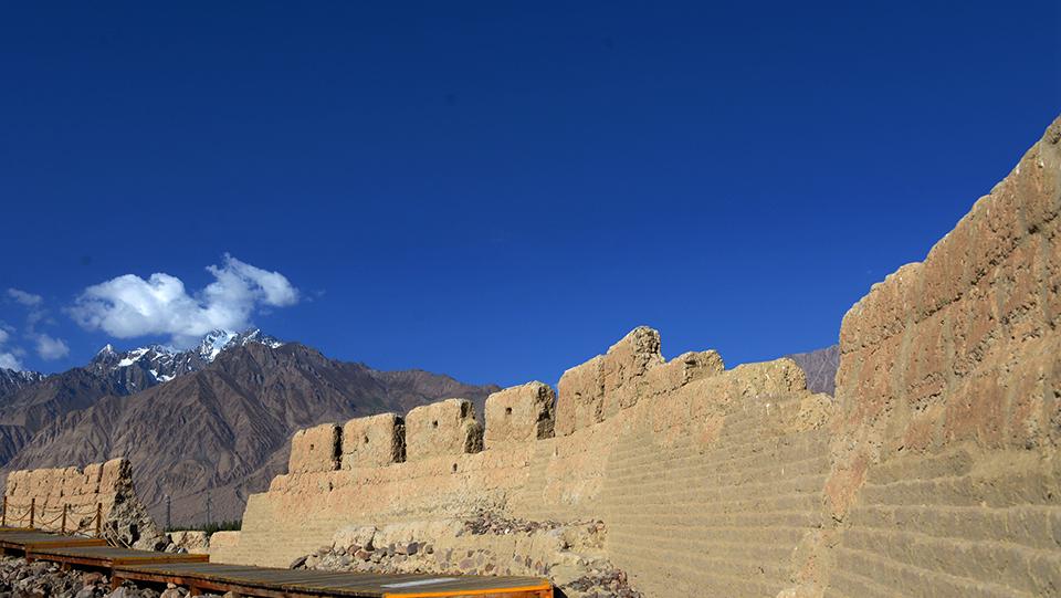 帕米爾高原有座千年石頭城