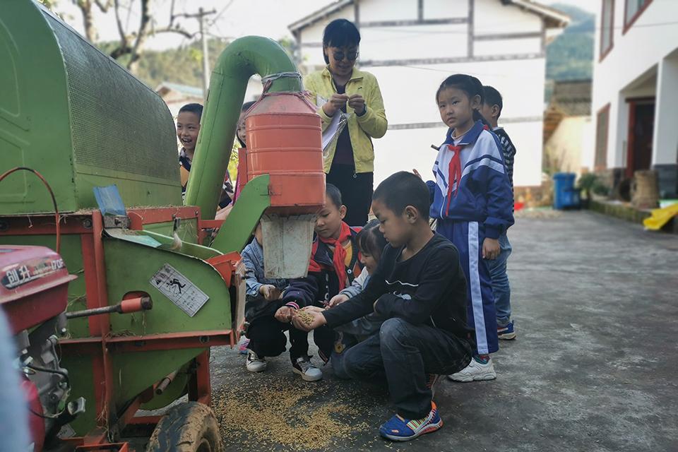 04 一所吸引城镇孩子入读的川北村小.jpg