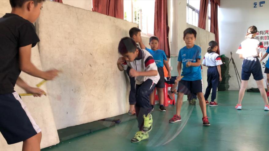 脚下生风 跳绳少年的中国速度(封面)