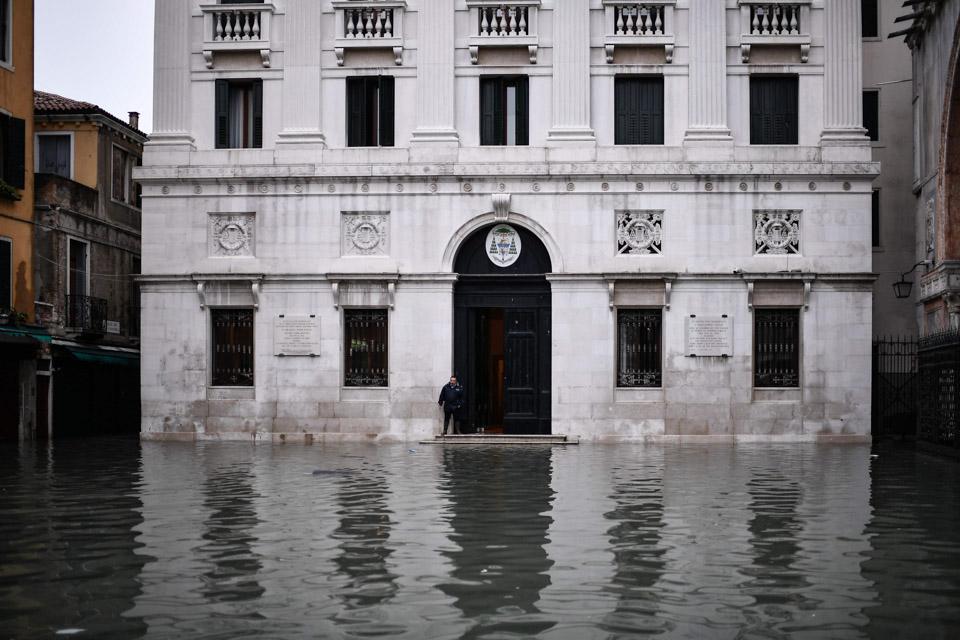 """""""水城""""威尼斯被水淹"""