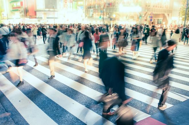《阅世笔记 | 咸风吹木劲》由于工作上的关系,接触过一些在日本工作、定居的中国学者。这些学者中颇有些人,特别是其中的女性,言语行事往往已极像日本人。