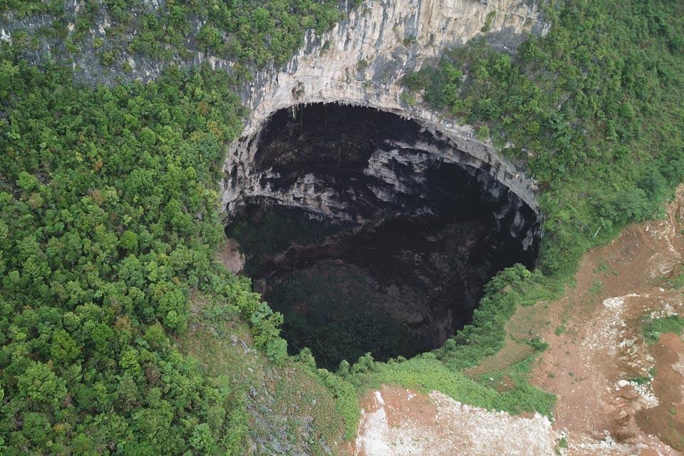 广西发现一大型天坑群