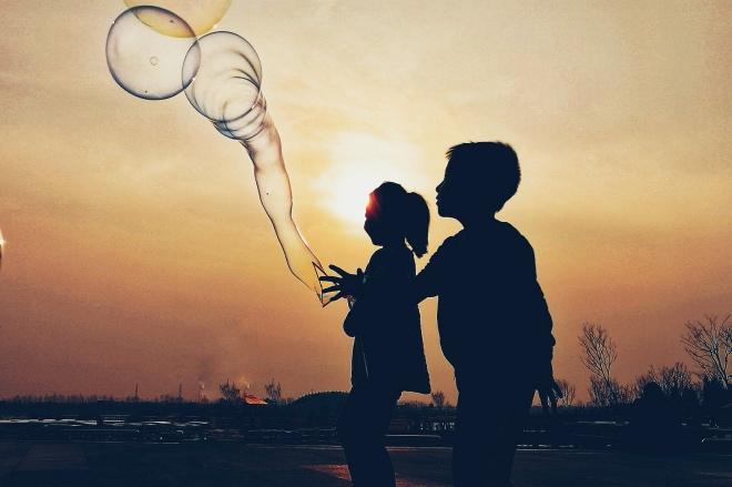 《談為人 | 七歲以前無性別》《禮記》認為,男孩女孩在七歲之前可以不設性別防線。