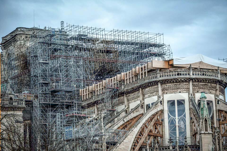 脚手架为何成巴黎圣母院重建隐患