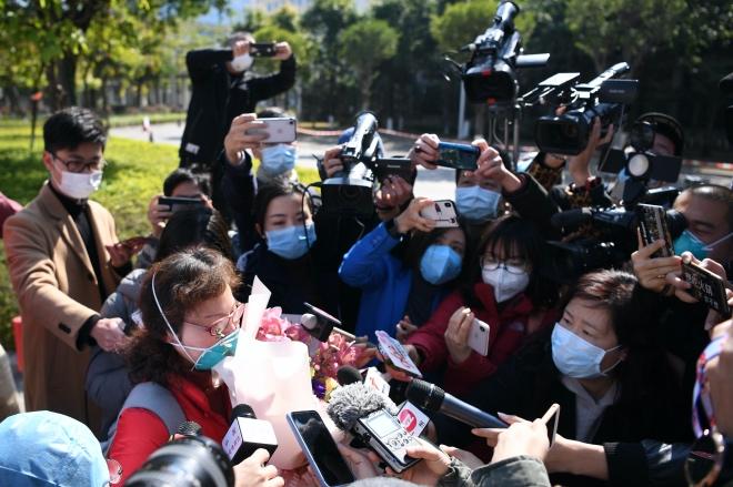 """应某某向媒体表示,""""很多人恐慌这个疫情,其实不需要害怕,是可以治好的。"""""""