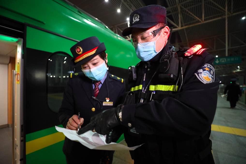 """""""人传人""""证据惹风波,湖北红会再遭质疑:疫情日志(1月30日-1月31日19时)"""