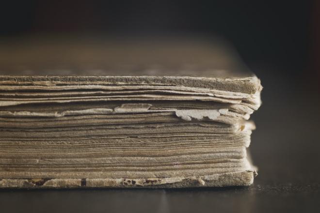 《大家小说 | 匠人》(图文无关)你可知道,修一本书,从溜口、闷水、倒页、钉纸捻、齐栏、修剪、锤平、下捻、上皮、打眼穿线,得二十多道工序。