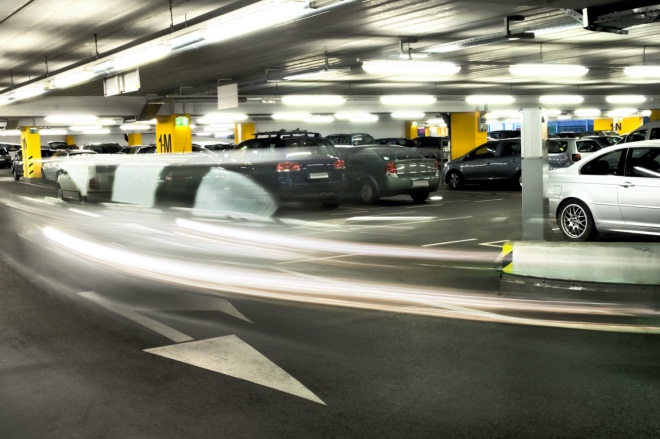 《大家小說 | 停車場的老鼠》(圖文無關)有天早晨,一只老鼠出現在停車場的路中間,沒人敢把車開出去、經過那只老鼠。