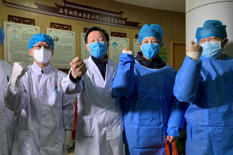 武汉23名患者治愈出院,中西医携手治新冠肺炎