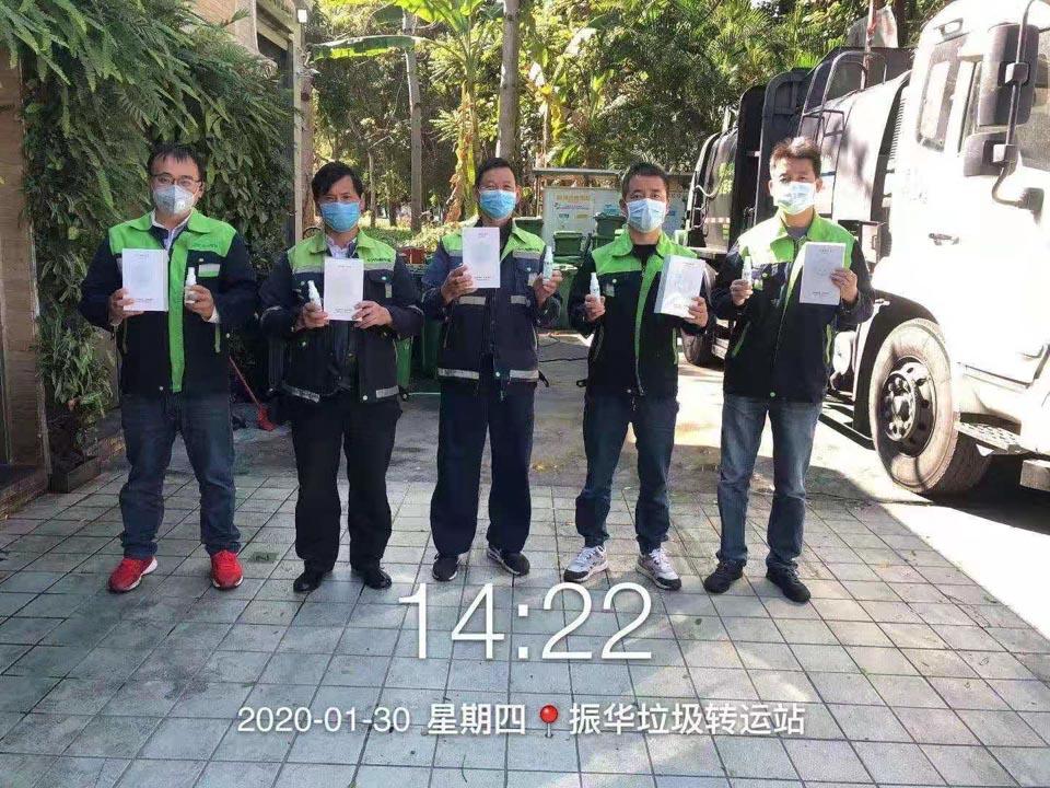 环卫工人缺口罩手套,志愿者募捐,居然遇到骗子
