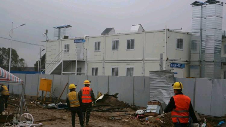 探访火神山医院:陆续接收患者,加快建设进程