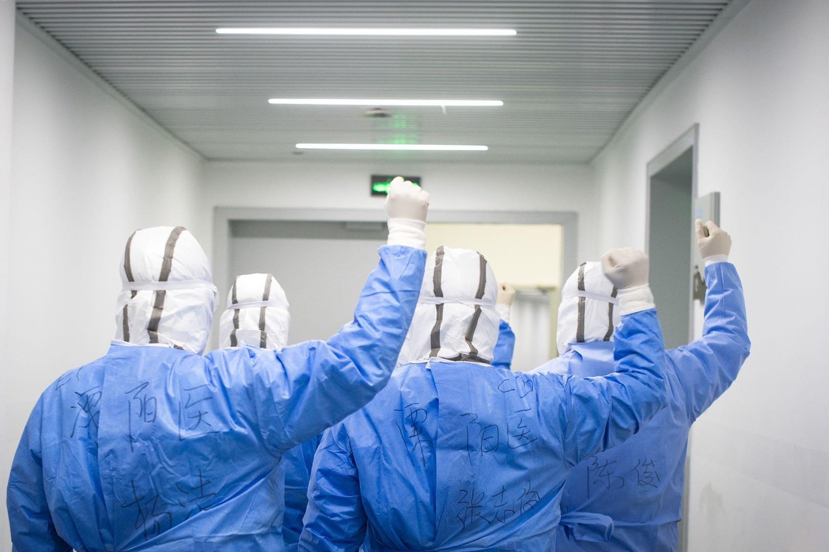 抗疫牺牲的每一位医护人员,都应该授予烈士荣誉