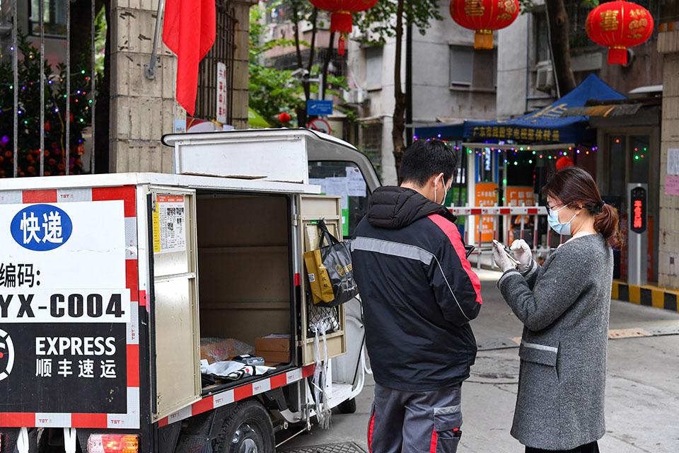 快評|杭州快遞重進小區,疫情防控應因地制宜