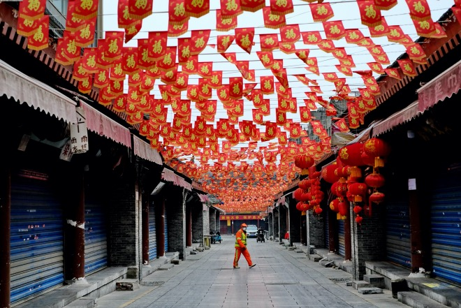 2020年2月6日,西安城隍庙小商品一条街因新冠肺炎疫情暂停营业。