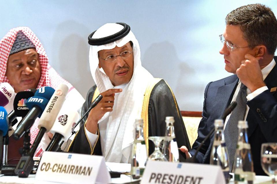 俄罗斯拒绝减产协议谈判破裂后后,沙特为何增产、打响了石油价格战
