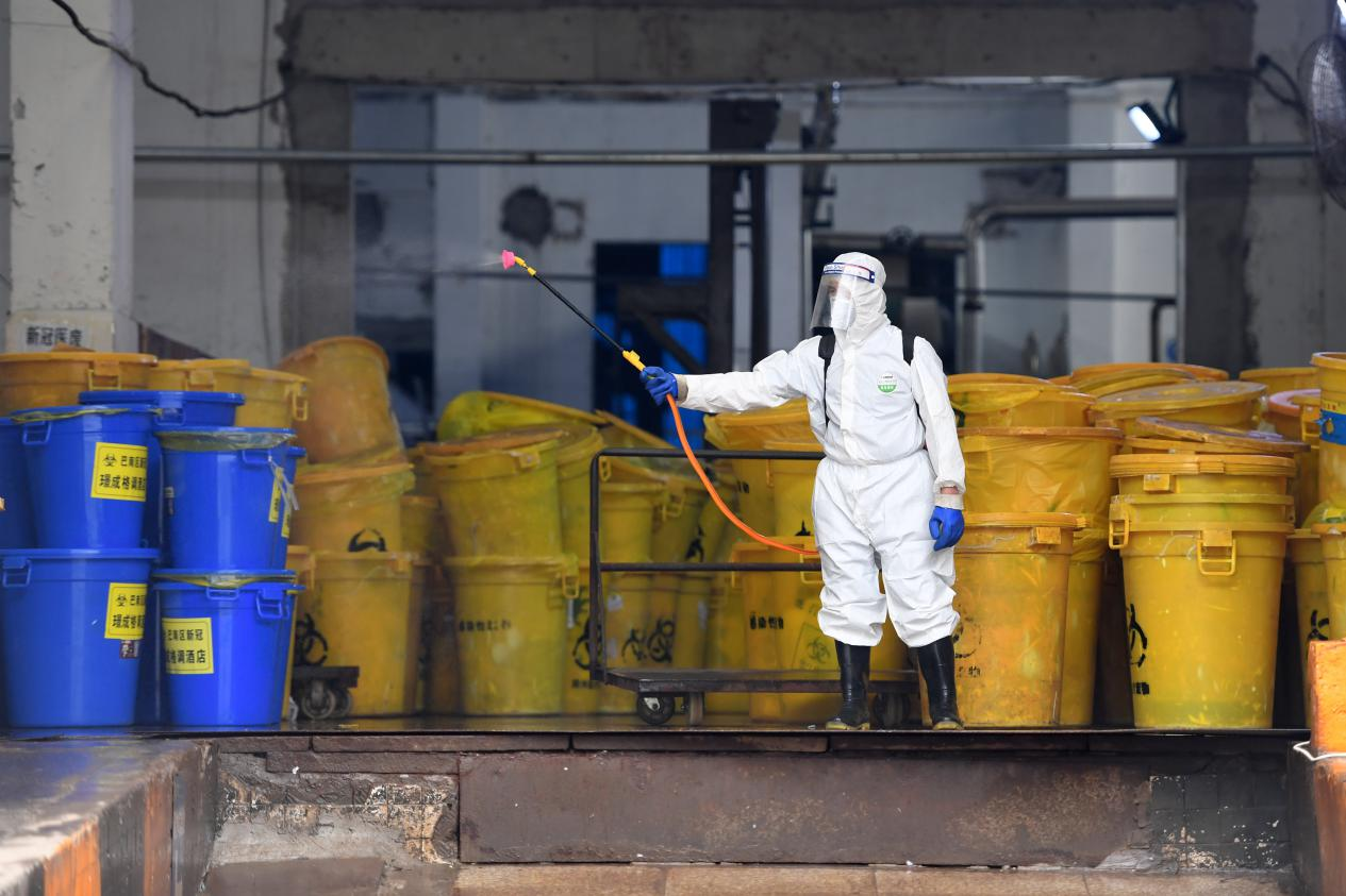 疫情暴露醫廢分類、處置難題:生活垃圾混入,醫廢處置能力待完善