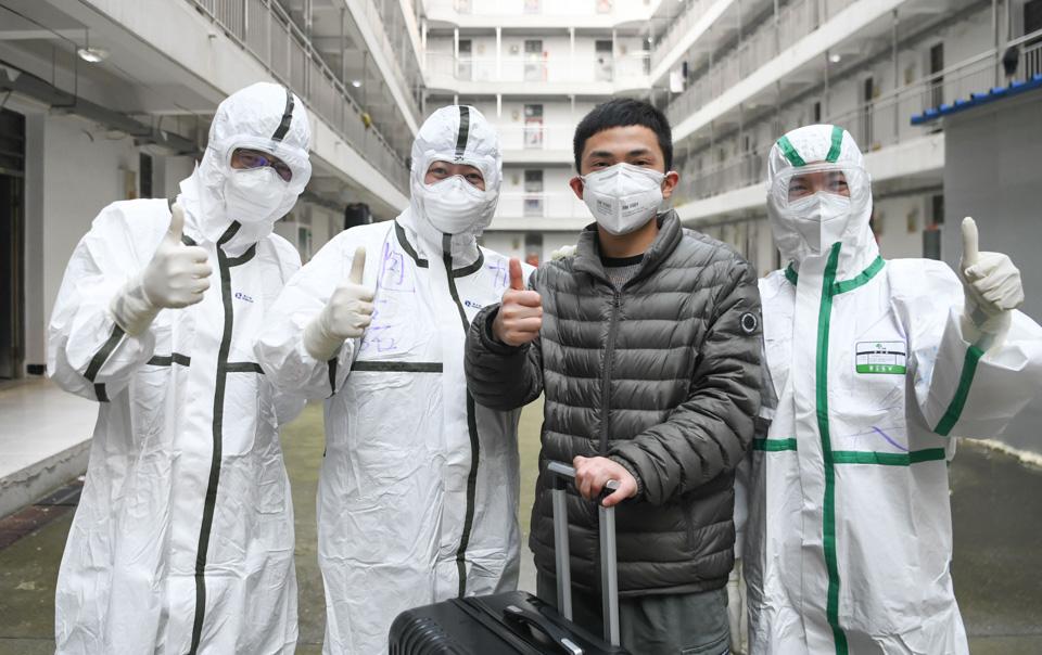 回家!我們戰勝了新冠病毒