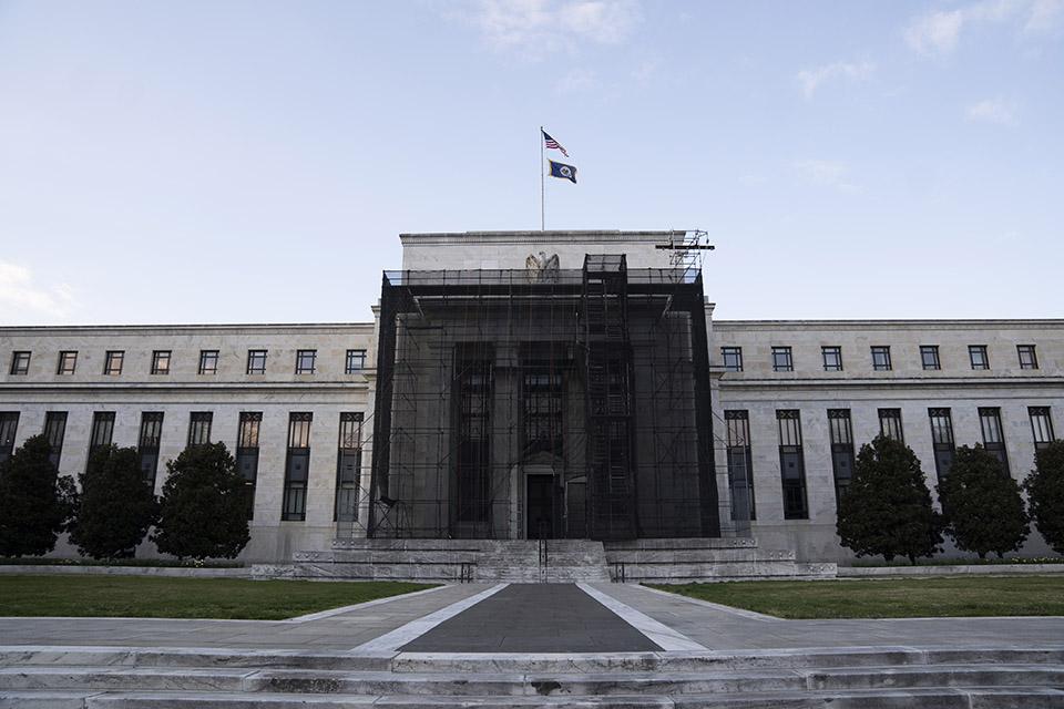 """美國""""抗疫經濟"""":與其零利率,不如大規模去管制"""