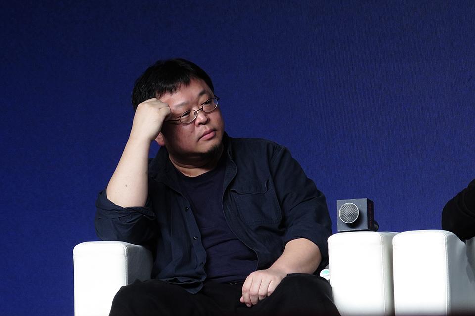 罗永浩挑战李佳琦的经济学思维