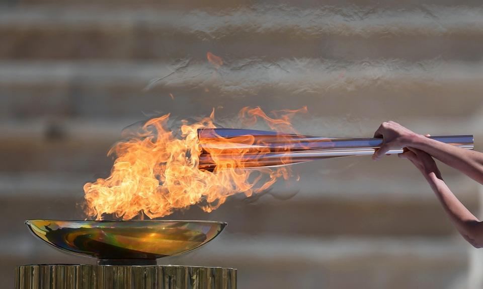 东京奥运会圣火交接仪式在雅典举行
