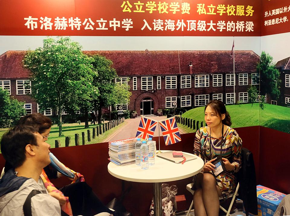 10 15000 名在英小留學生 報道 回國長途輾轉,留英缺少監護.jpg