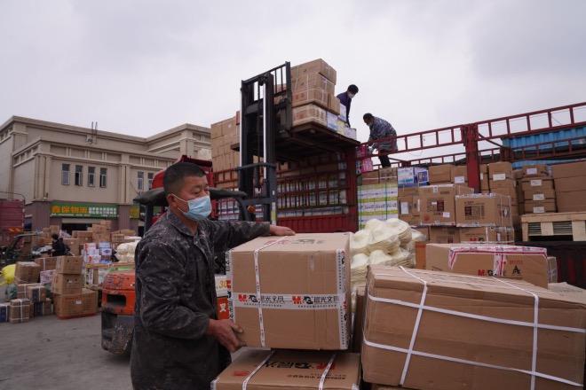 物流園復工第四天,發往各地的物流正在慢慢恢復。