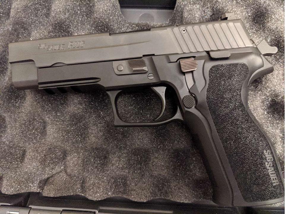 在美华人囤枪自述:加州一天卖了3800把