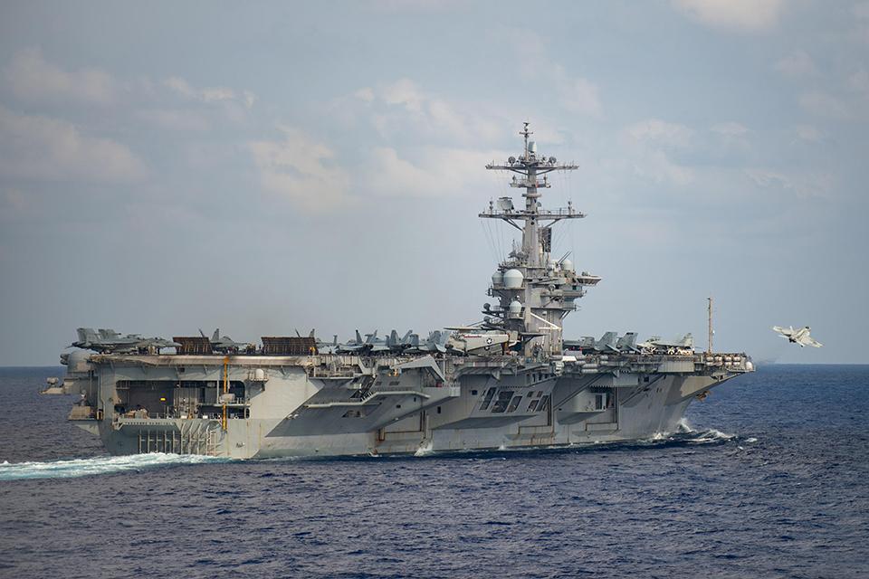 呼吁疏散官兵防疫,美国航母舰长被解职,到底冤不冤