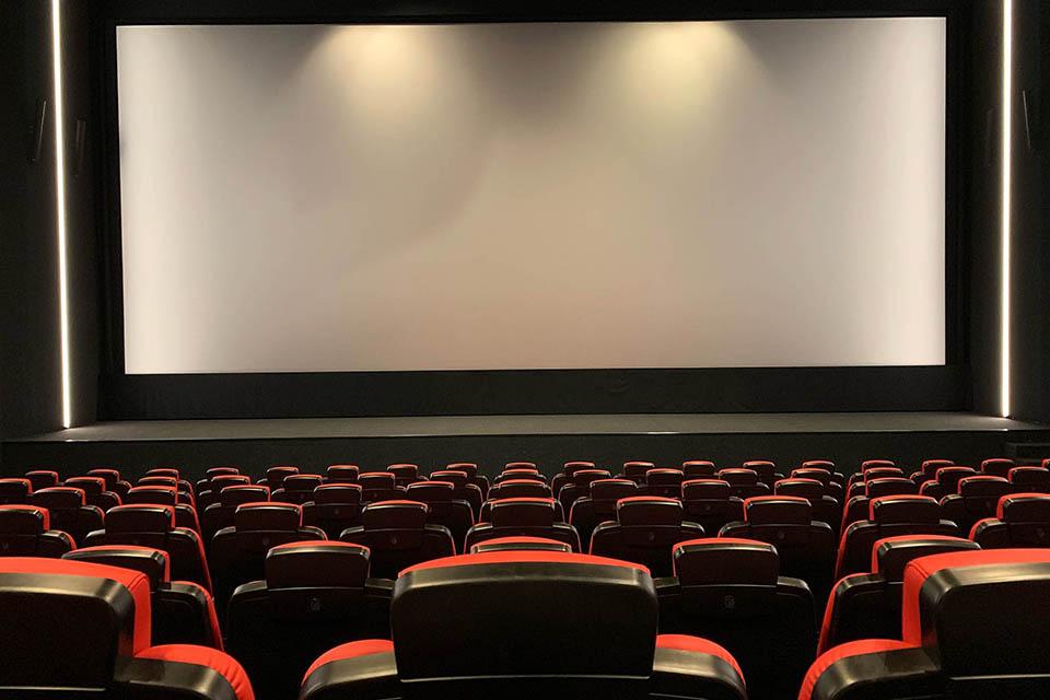 17 一万多家影院挣扎在复工之际1.jpg