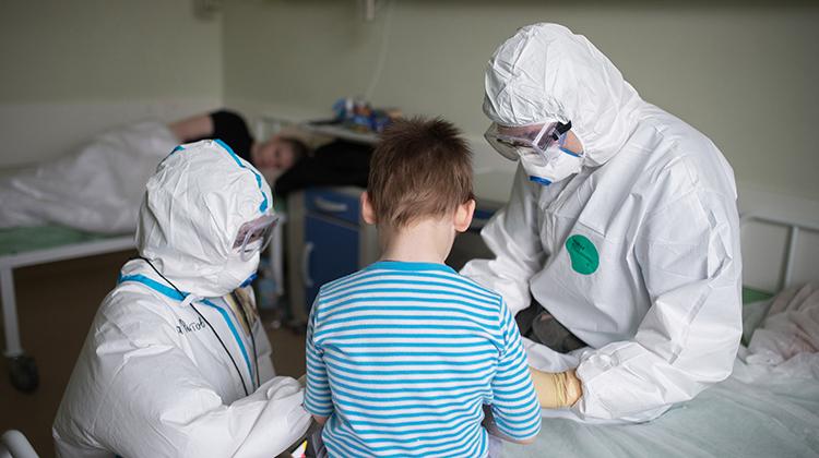 新冠病毒引发多国儿童怪病?
