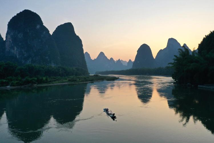 桂林山水的夏日