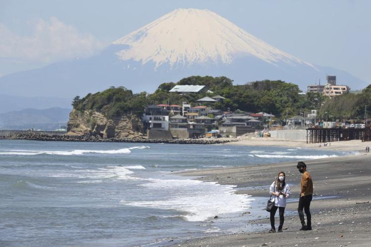 """日本富士山""""封山"""""""