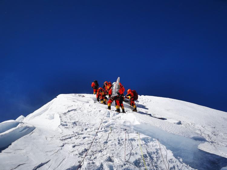 登頂珠峰留下的腳印