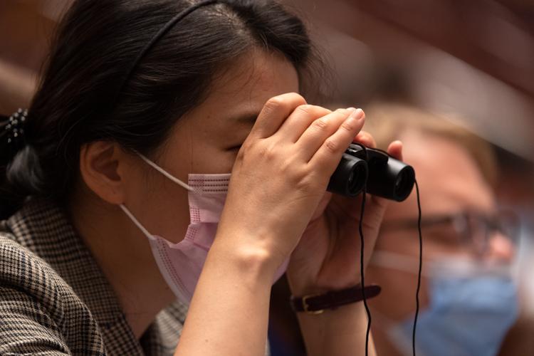 后疫情时期的全国两会细节:做核酸检测,开短会,线上交流