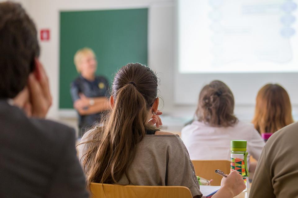 長青州立學院:一個教育試驗瀕臨破產?