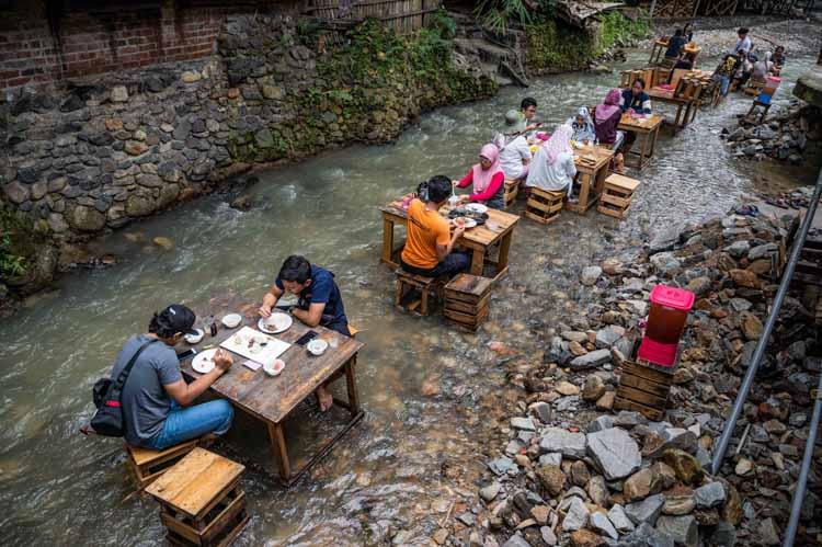 在河里吃飯是什么體驗