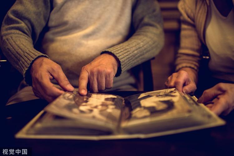《蔣勛家世故事中的記憶心理》(圖文無關)人的記憶往往和心理有關,由于心理的原因,人的記憶表現出某些傾向與特性,其具體體現為記憶的選擇性,由此而來,也造成記憶的某些不確切性和模糊性,也就是記憶的灰色地帶。