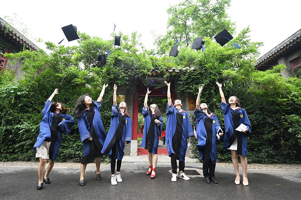 快评 给予导师决定研究生能否毕业的自主权,应该慎重