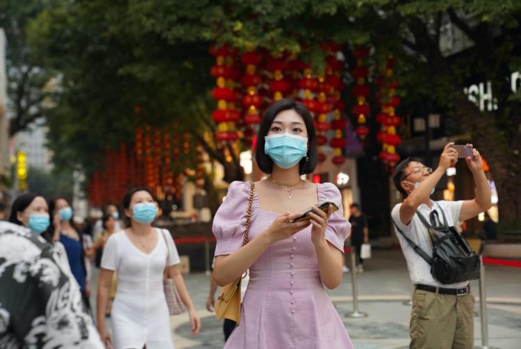 北京路在升级改造的同时,也积极推进品牌升级,融入了当代年轻人所喜爱的潮牌、网红打卡店、电竞、影视等消费娱乐新业态。