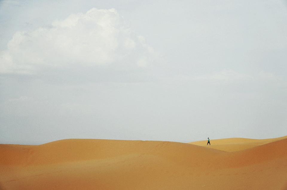 夜雨襲來,落荒而逃,是在騰格里沙漠