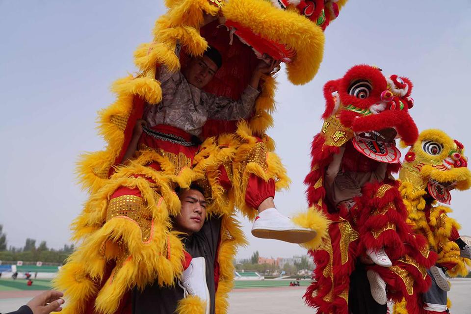 08 舞龙舞狮走进南疆校园