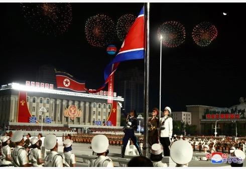"""朝鲜大阅兵:""""十月庆典""""为何选在凌晨?"""