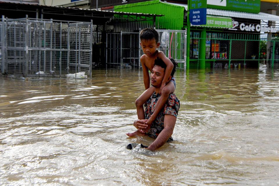 瞬间一周丨洪灾肆虐越南柬埔寨